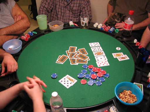 Main Texas Poker Online Uang Asli Menang Konsisten